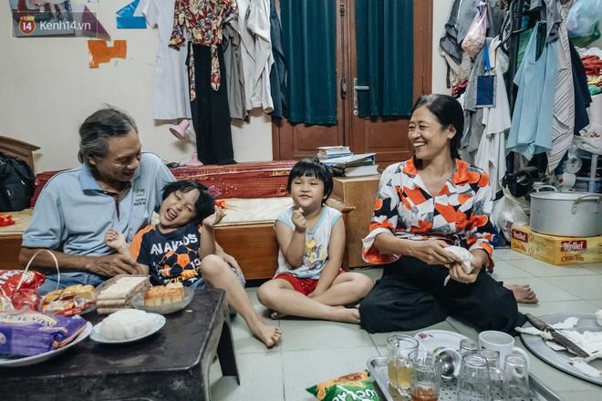 Chuyện nữ bác sĩ 53 tuổi sinh đôi 2 bé gái ở Hà Nội: Tôi có được con là tốt lắm rồi, không có chúng đời tôi còn khổ hơn nữa - ảnh 1