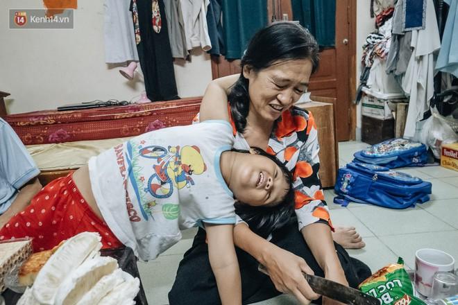 Chuyện nữ bác sĩ 53 tuổi sinh đôi 2 bé gái ở Hà Nội: Tôi có được con là tốt lắm rồi, không có chúng đời tôi còn khổ hơn nữa - ảnh 8