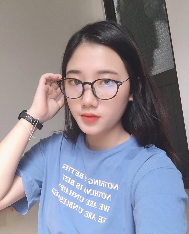 Hotgirl áo dài Đà Nẵng gây sốt bởi  góc nghiêng cực giống Suzy, sở hữu hơn 60k follow Instagram và hàng chục clip triệu view - ảnh 3