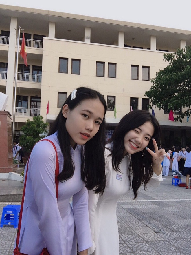 Hotgirl áo dài Đà Nẵng gây sốt bởi  góc nghiêng cực giống Suzy, sở hữu hơn 60k follow Instagram và hàng chục clip triệu view - ảnh 6