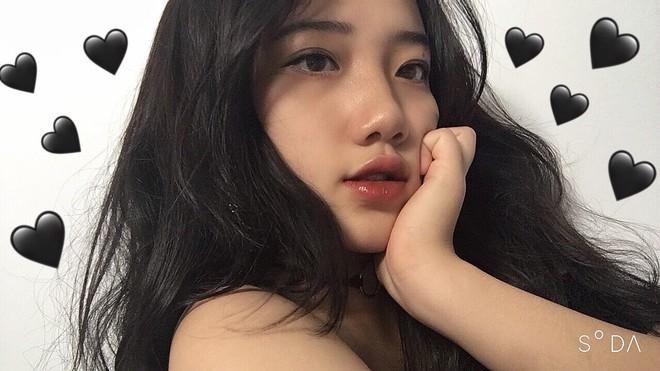 Hotgirl áo dài Đà Nẵng gây sốt bởi  góc nghiêng cực giống Suzy, sở hữu hơn 60k follow Instagram và hàng chục clip triệu view - ảnh 2