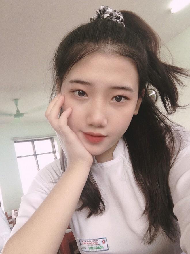 Hotgirl áo dài Đà Nẵng gây sốt bởi  góc nghiêng cực giống Suzy, sở hữu hơn 60k follow Instagram và hàng chục clip triệu view - ảnh 11