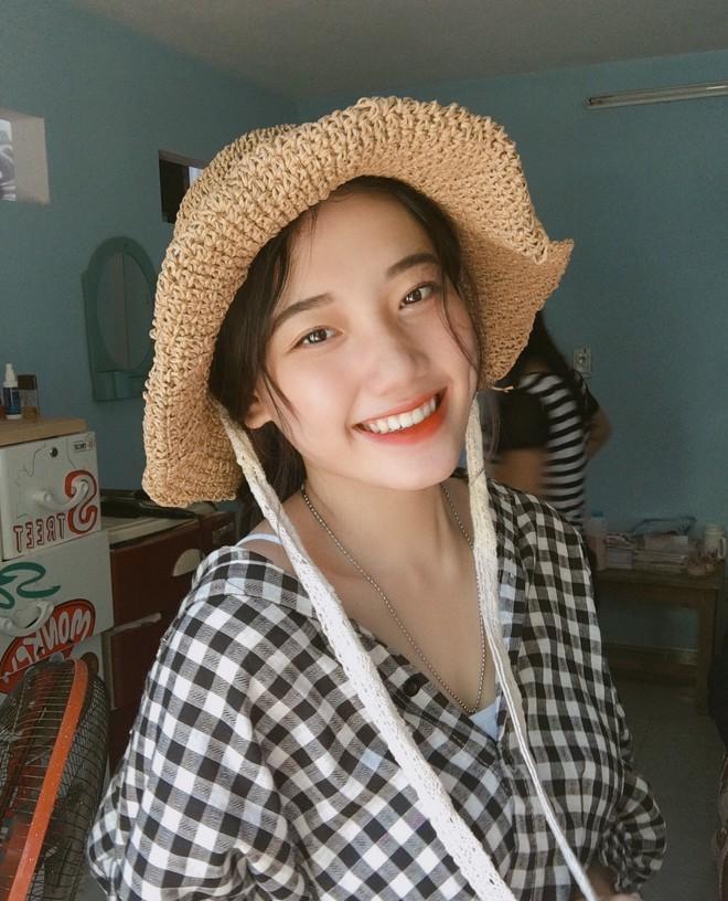 Hotgirl áo dài Đà Nẵng gây sốt bởi  góc nghiêng cực giống Suzy, sở hữu hơn 60k follow Instagram và hàng chục clip triệu view - ảnh 9