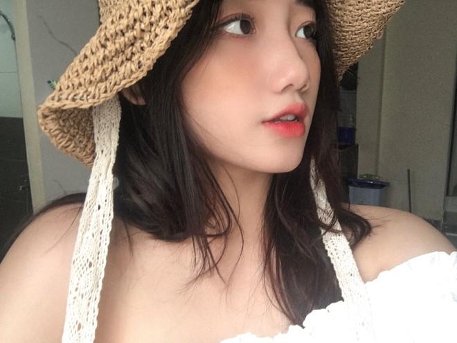 Hotgirl áo dài Đà Nẵng gây sốt bởi  góc nghiêng cực giống Suzy, sở hữu hơn 60k follow Instagram và hàng chục clip triệu view - ảnh 4