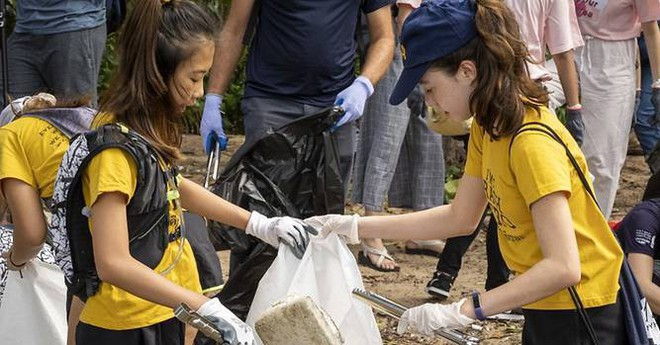 Cô bé 12 tuổi trở thành 'người hùng' chống rác thải nhựa ở Thái Lan - ảnh 1