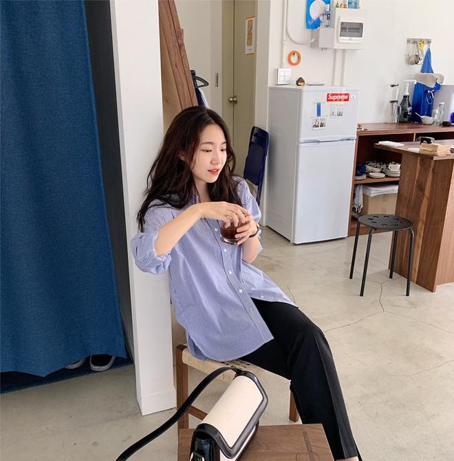 Có một kiểu áo sơ mi đang rất được lòng các sao nữ xứ Hàn: Diện lên trẻ trung, thu gọn vóc dáng và hơn thế nữa - ảnh 11