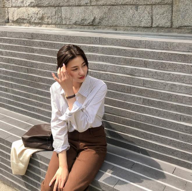 Có một kiểu áo sơ mi đang rất được lòng các sao nữ xứ Hàn: Diện lên trẻ trung, thu gọn vóc dáng và hơn thế nữa - ảnh 13