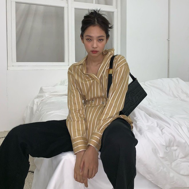 Có một kiểu áo sơ mi đang rất được lòng các sao nữ xứ Hàn: Diện lên trẻ trung, thu gọn vóc dáng và hơn thế nữa - ảnh 4