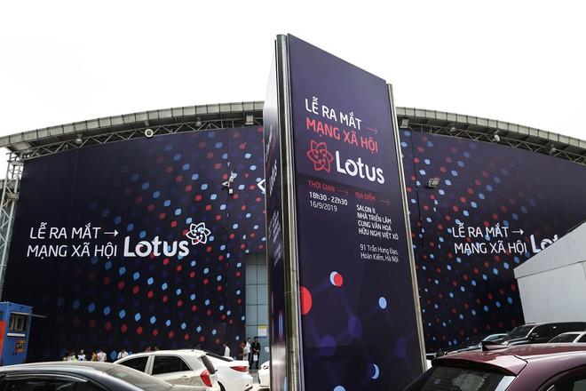 Toàn cảnh buổi tổng duyệt lễ ra mắt MXH Lotus: Dàn sao hot hứa hẹn mang đến những điều bất ngờ, sân khấu cực hoành tráng đã sẵn sàng! - ảnh 2