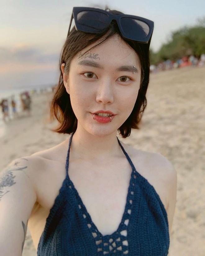 Nữ nghệ sĩ xăm dính tin hẹn hò Jungkook (BTS): Để tóc dài xinh và sexy bất ngờ, chính thức lên tiếng sau khi bị khủng bố - Ảnh 7.