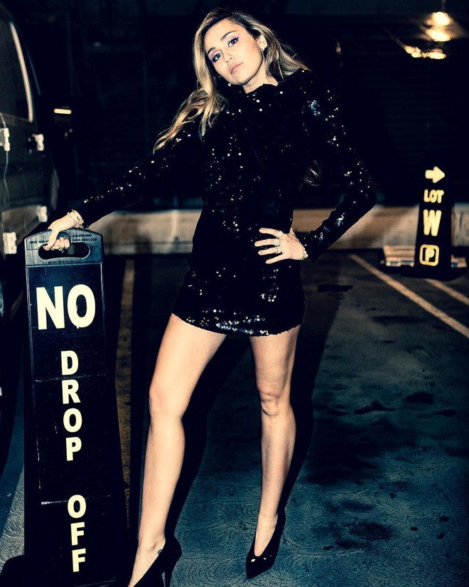 Ngỡ ngàng cuộc lột xác body ngoạn mục của Miley Cyrus trước và sau ly hôn: Khi không thuộc về ai là đỉnh nhất! - Ảnh 2.