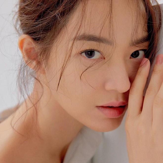 Không thèm chỉnh ảnh, bạn gái Kim Woo Bin vẫn khiến Dispatch mê mẩn vì nhan sắc và nét duyên hiếm có - ảnh 4