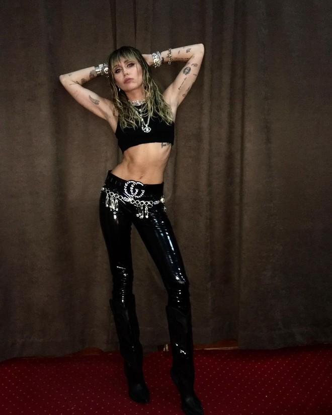 Ngỡ ngàng cuộc lột xác body ngoạn mục của Miley Cyrus trước và sau ly hôn: Khi không thuộc về ai là đỉnh nhất! - Ảnh 12.