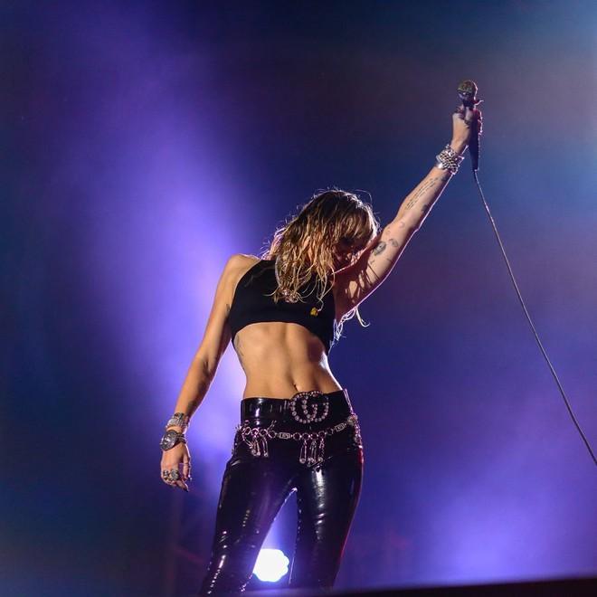 Ngỡ ngàng cuộc lột xác body ngoạn mục của Miley Cyrus trước và sau ly hôn: Khi không thuộc về ai là đỉnh nhất! - Ảnh 15.