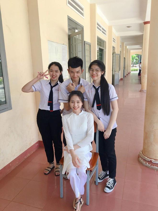 Nụ cười tỏa nắng của cô nữ sinh bị liệt 2 chân: Nhiều lúc em cảm thấy mình vẫn bình thường như mọi người - ảnh 6