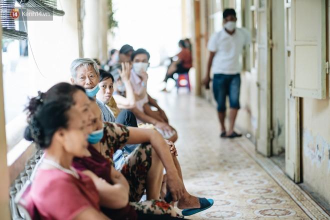 Bác sĩ cảnh báo tình trạng ô nhiễm không khí ở Hà Nội: Chúng ta đang quá lạm dụng khái niệm khẩu trang y tế - ảnh 2