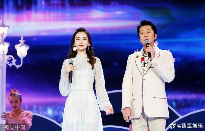 Vì sao Angela Baby và Huỳnh Hiểu Minh nhất quyết không xuất hiện cùng nhau trong sự kiện Đêm Trung Thu vừa qua? - Ảnh 1.