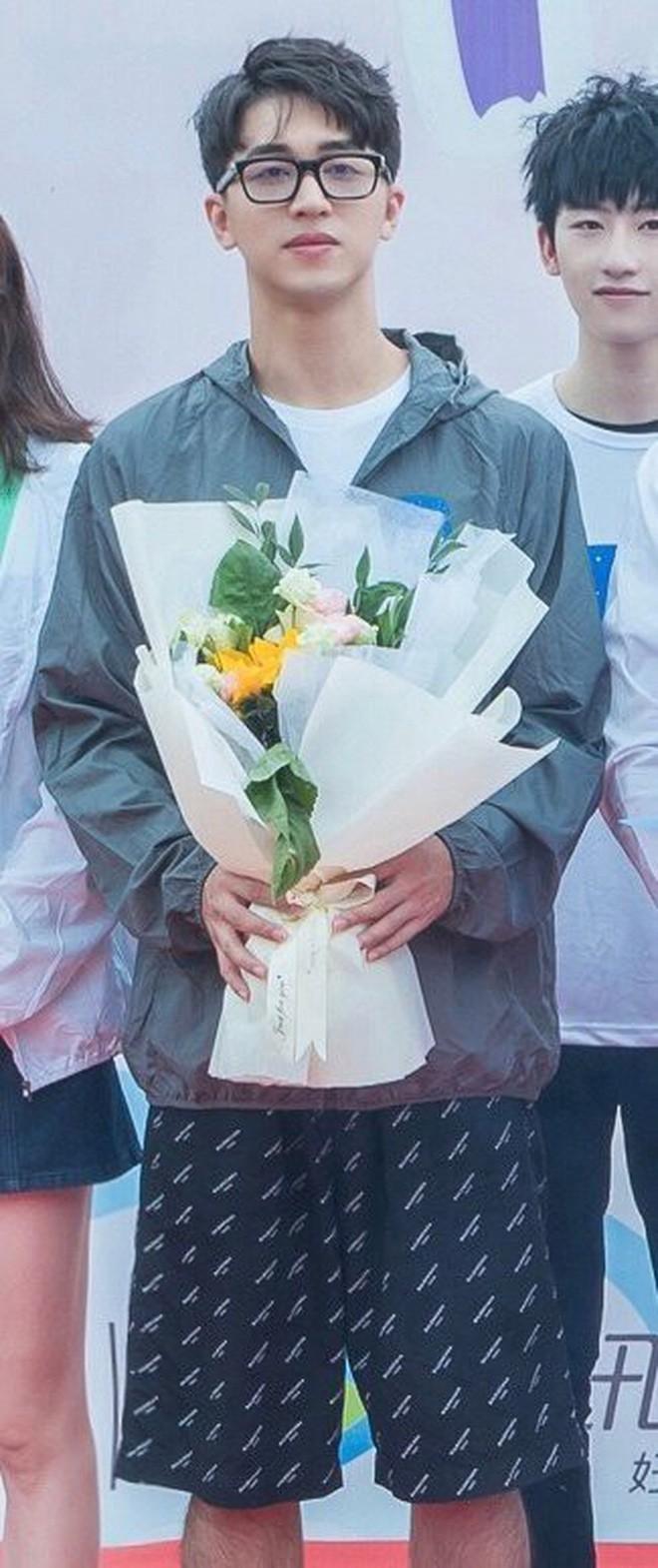 Rò rỉ ảnh váy cưới trong Full House bản Trung Quốc: được khen ăn đứt váy của Song Hye Kyo khi xưa - ảnh 2