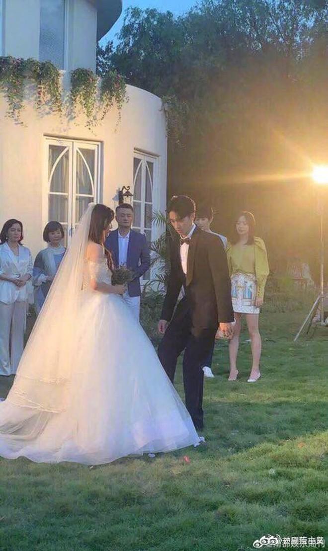 Rò rỉ ảnh váy cưới trong Full House bản Trung Quốc: được khen ăn đứt váy của Song Hye Kyo khi xưa - ảnh 11