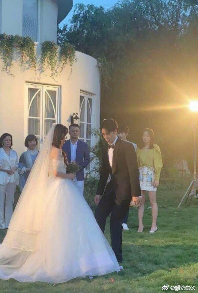 Rò rỉ ảnh váy cưới trong Full House bản Trung Quốc: được khen ăn đứt váy của Song Hye Kyo khi xưa - ảnh 12