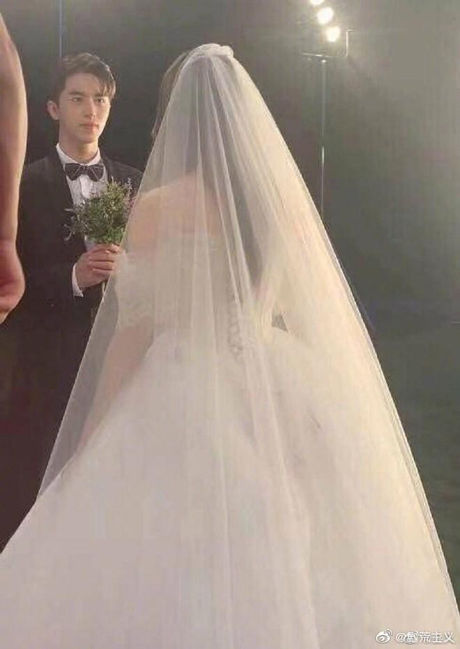 Rò rỉ ảnh váy cưới trong Full House bản Trung Quốc: được khen ăn đứt váy của Song Hye Kyo khi xưa - ảnh 5