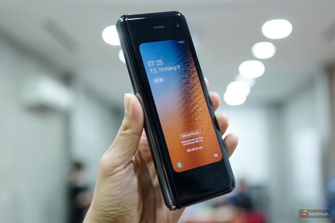 Siêu phẩm màn hình gập Galaxy Fold duy nhất của Việt Nam: Độ chảnh ăn đứt iPhone 11, nhưng giá thì trời ơi... - Ảnh 10.