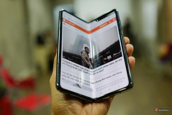 Siêu phẩm màn hình gập Galaxy Fold duy nhất của Việt Nam: Độ chảnh ăn đứt iPhone 11, nhưng giá thì trời ơi... - Ảnh 2.