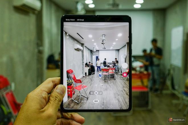 Siêu phẩm màn hình gập Galaxy Fold duy nhất của Việt Nam: Độ chảnh ăn đứt iPhone 11, nhưng giá thì trời ơi... - Ảnh 7.