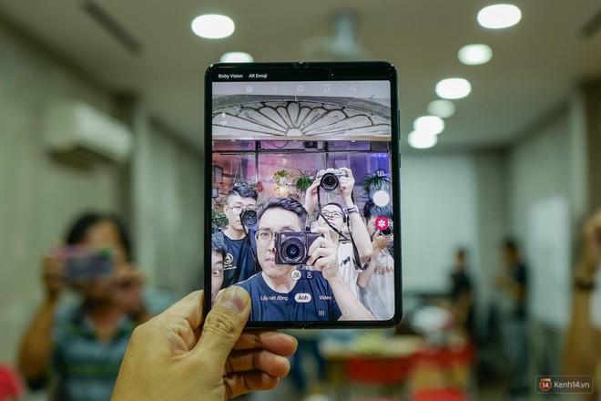 Siêu phẩm màn hình gập Galaxy Fold duy nhất của Việt Nam: Độ chảnh ăn đứt iPhone 11, nhưng giá thì trời ơi... - Ảnh 9.
