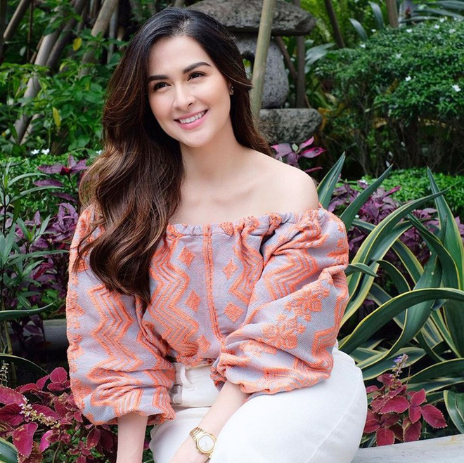 Vừa cắt tóc, mẹ 3 con đẹp nhất Philippines khiến dân tình ngỡ ngàng vì quá giống Song Hye Kyo - ảnh 1