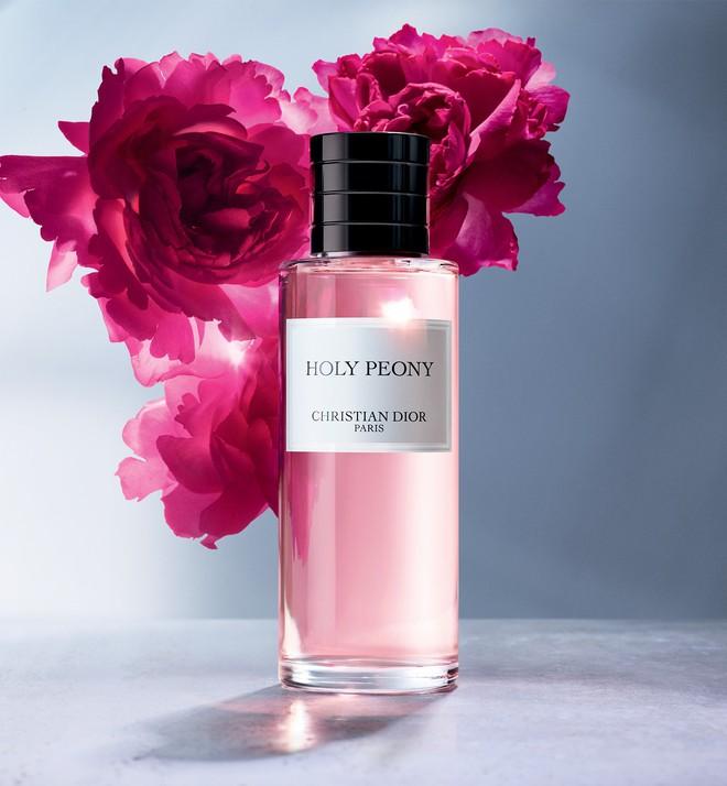 Sắm ngay 1 trong 9 chai nước hoa với hương thơm tươi mát, trong trẻo sau nếu bạn vẫn còn lưu luyến mùa hè - ảnh 4