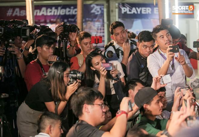 Sao số 1 tuyển Thái Lan biểu cảm khó đỡ, trêu chọc tiếng địa phương đàn em ngay trong cuộc phỏng vấn - ảnh 9