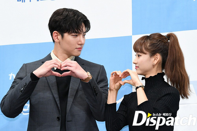 Ji Chang Wook chính thức comeback sau 2 năm, gây sốt vì vẻ soái cực phẩm và ánh mắt dành cho nữ chính tại sự kiện - ảnh 12