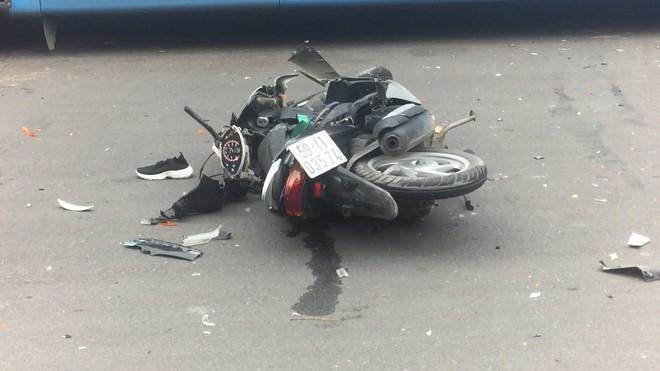 TP.HCM: Nghi đuổi theo kẻ cướp giật, nữ sinh viên 20 tuổi bị tai nạn chấn thương nặng - ảnh 2