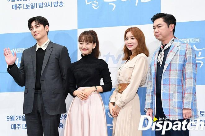 Ji Chang Wook chính thức comeback sau 2 năm, gây sốt vì vẻ soái cực phẩm và ánh mắt dành cho nữ chính tại sự kiện - ảnh 15