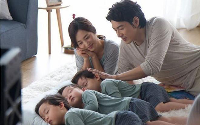 """Học hỏi """"Ông bố quốc dân"""" Song Il Gook: Tưởng chóng mặt với đàn con sinh 3 nhưng lại nhàn tênh với cách dạy con độc đáo - ảnh 9"""