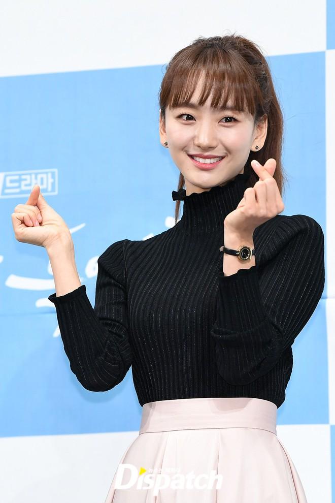 Ji Chang Wook chính thức comeback sau 2 năm, gây sốt vì vẻ soái cực phẩm và ánh mắt dành cho nữ chính tại sự kiện - ảnh 7