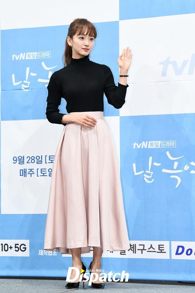 Ji Chang Wook chính thức comeback sau 2 năm, gây sốt vì vẻ soái cực phẩm và ánh mắt dành cho nữ chính tại sự kiện - ảnh 6