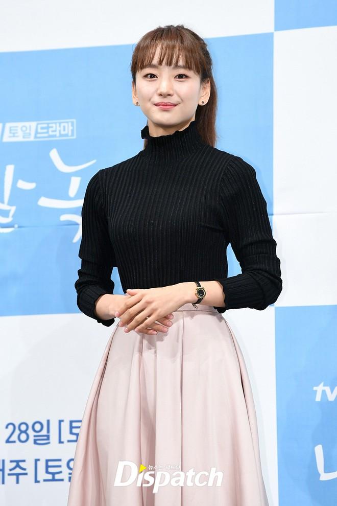 Ji Chang Wook chính thức comeback sau 2 năm, gây sốt vì vẻ soái cực phẩm và ánh mắt dành cho nữ chính tại sự kiện - ảnh 8