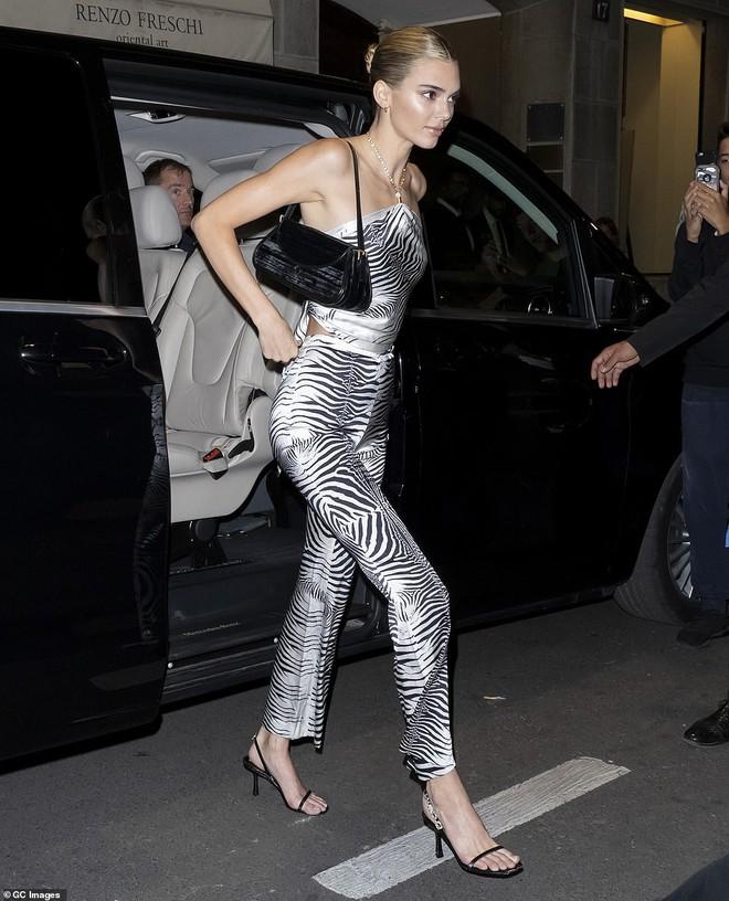 Xuất hiện đối thủ của cặp chân dài thế hệ mới Kendall Jenner và Gigi Hadid: Sắc vóc và gia thế đều không thua kém - ảnh 7