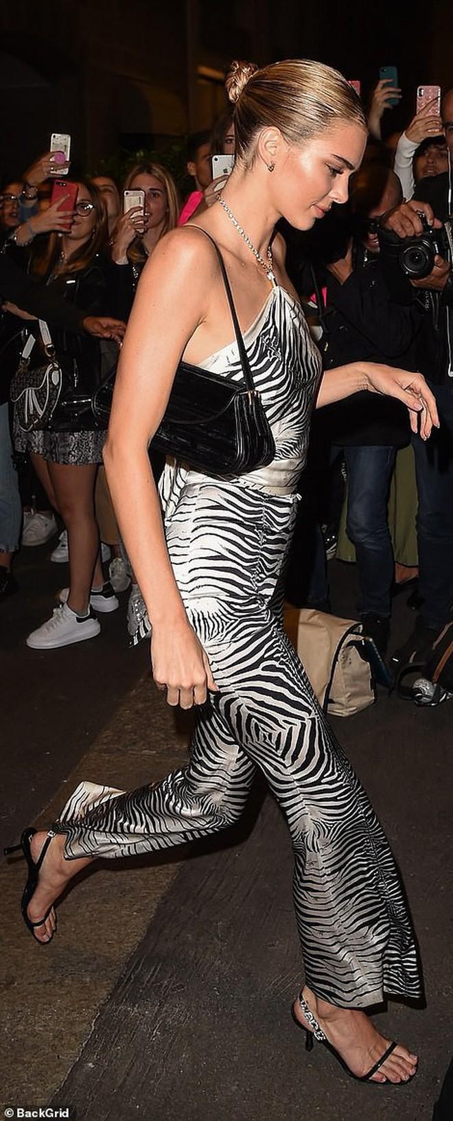 Xuất hiện đối thủ của cặp chân dài thế hệ mới Kendall Jenner và Gigi Hadid: Sắc vóc và gia thế đều không thua kém - ảnh 12