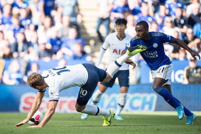Son Heung-min tỏa sáng với cú đánh gót kiến tạo bàn mở tỷ số điệu nghệ, Tottenham vẫn thất bại trong trận cầu tràn ngập drama VAR - Ảnh 1.