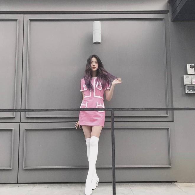 Mỹ nhân Kpop gây sốt trên chương trình Nhật Bản vì sở hữu đôi chân xứng tầm đối thủ với Lisa (BLACKPINK), đã thế lại mới 16 tuổi! - ảnh 4