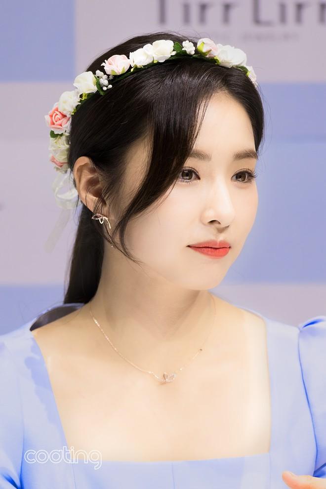 Mỹ nhân mặt đơ Shin Se Kyung bỗng khiến netizen Việt-Hàn phát sốt vì nhan sắc: Không làm idol quá phí! - Ảnh 8.