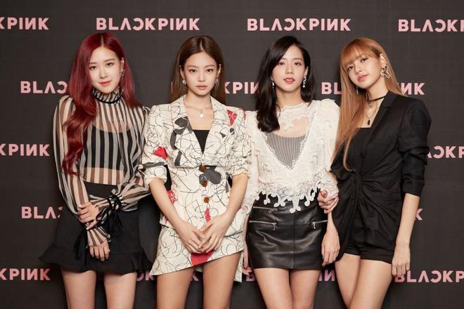 """Dân tình náo loạn khi BLACKPINK, iKON và loạt nghệ sĩ bất ngờ tập trung gấp tại trụ sở YG Entertainment: Sắp có """"biến"""" lớn? - ảnh 4"""