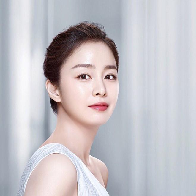 Nhan sắc thật của Kim Tae Hee hồi học đại học: Đẳng cấp ra sao mà khiến bạn cùng trường bị choáng? - ảnh 8