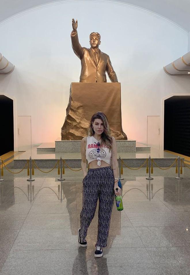 Người đẹp Brazil suýt bị bắt giữ vì bất chấp luật lệ, chụp ảnh khoe thân gợi cảm khi đi du lịch ở Triều Tiên - ảnh 4