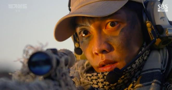 Cùng cảnh chiếc khăn gió lạnh: Song Hye Kyo gặp đức lang quân, Suzy (Vagabond) rơi vào tầm bắn! - ảnh 11
