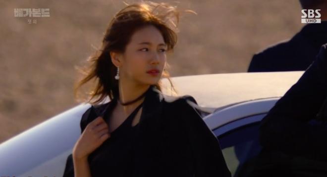 Cùng cảnh chiếc khăn gió lạnh: Song Hye Kyo gặp đức lang quân, Suzy (Vagabond) rơi vào tầm bắn! - ảnh 12