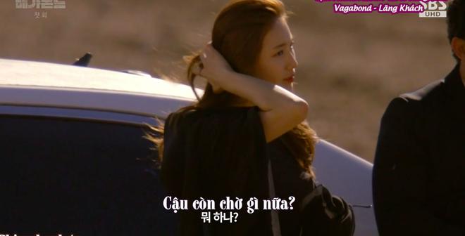 Cùng cảnh chiếc khăn gió lạnh: Song Hye Kyo gặp đức lang quân, Suzy (Vagabond) rơi vào tầm bắn! - ảnh 14